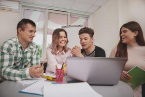grupo de estudio para trabajar y estudiar